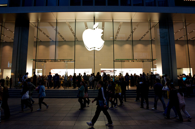 An Apple store on East Nanjing Road in downtown Shanghai, courtesy of Flickr user SimonQ錫濛譙